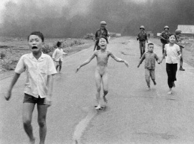 Una delle foto iconiche della guerra in Vietnam